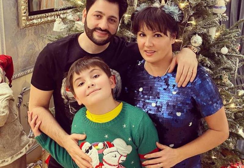 Анна Нетребко показала, как отпраздновала Рождество с семьей и друзьями