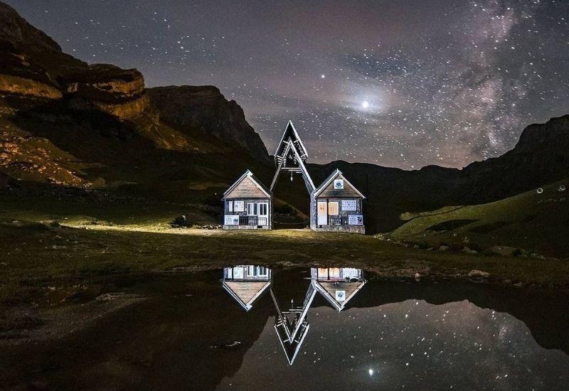Звёздная ночь в деревне Лаза