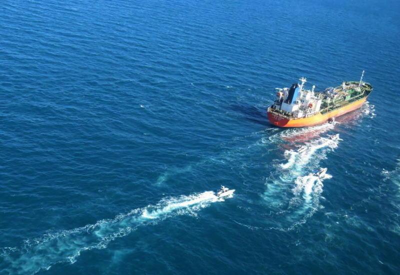 Иран захватил южнокорейский танкер в Ормузском проливе