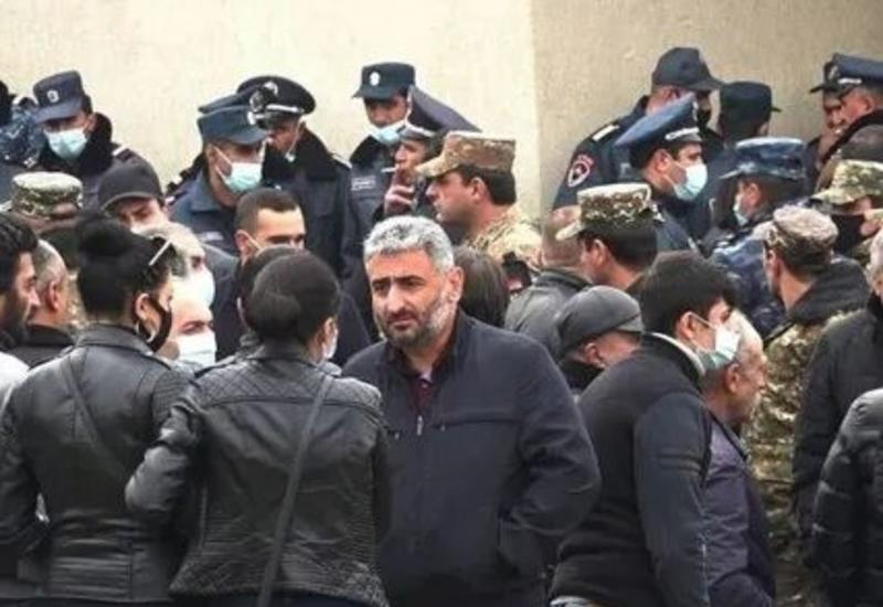 В Армении протестуют родители солдат