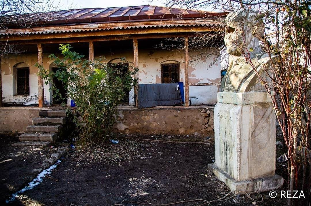 Реза Дегати показал разрушенный дом Бюльбюля