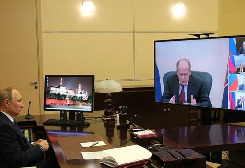 Путин провел совещание по ситуации в Карабахе