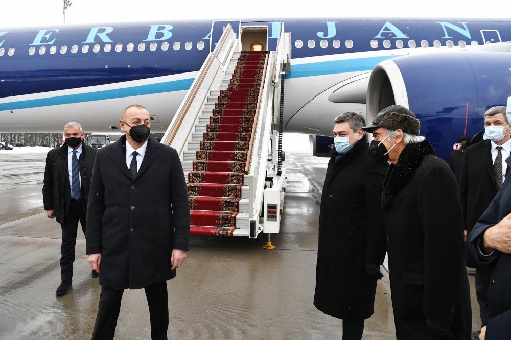 Президент Ильхам Алиев прибыл с рабочим визитом в Москву по приглашению Владимира Путина