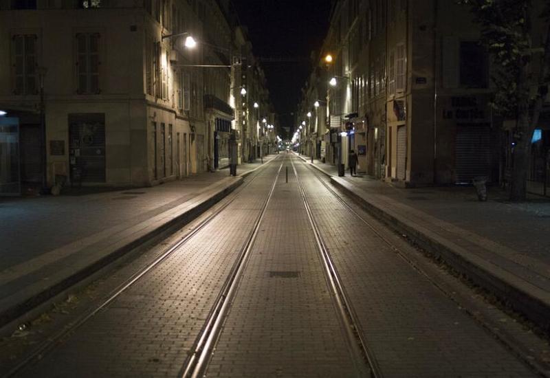 Во Франции запретили выходить на улицу после 18:00