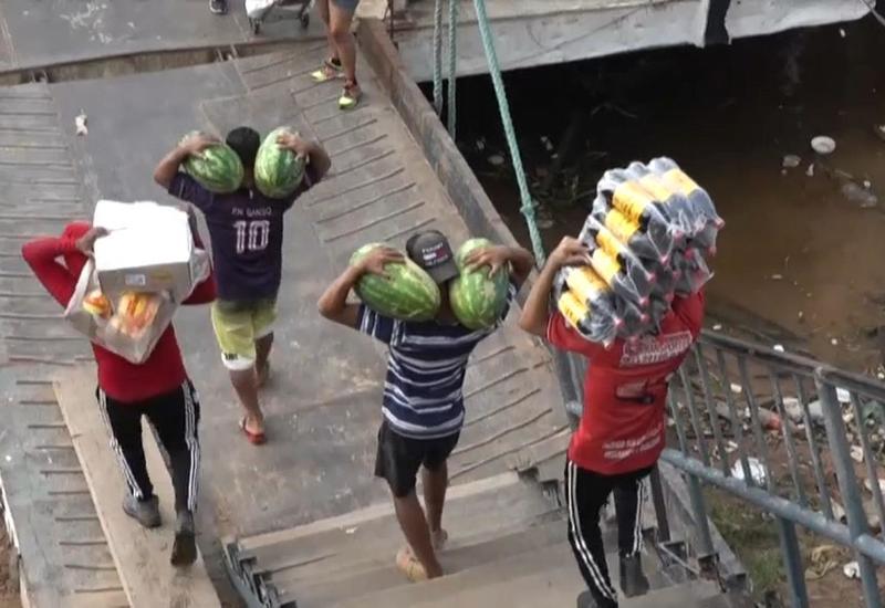 Жители Бразилии нищенствуют из-за пандемии