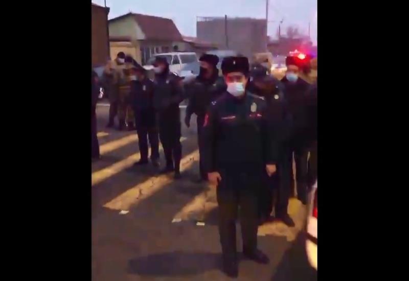 Пашинян спрятался от протестующих в аэропорту