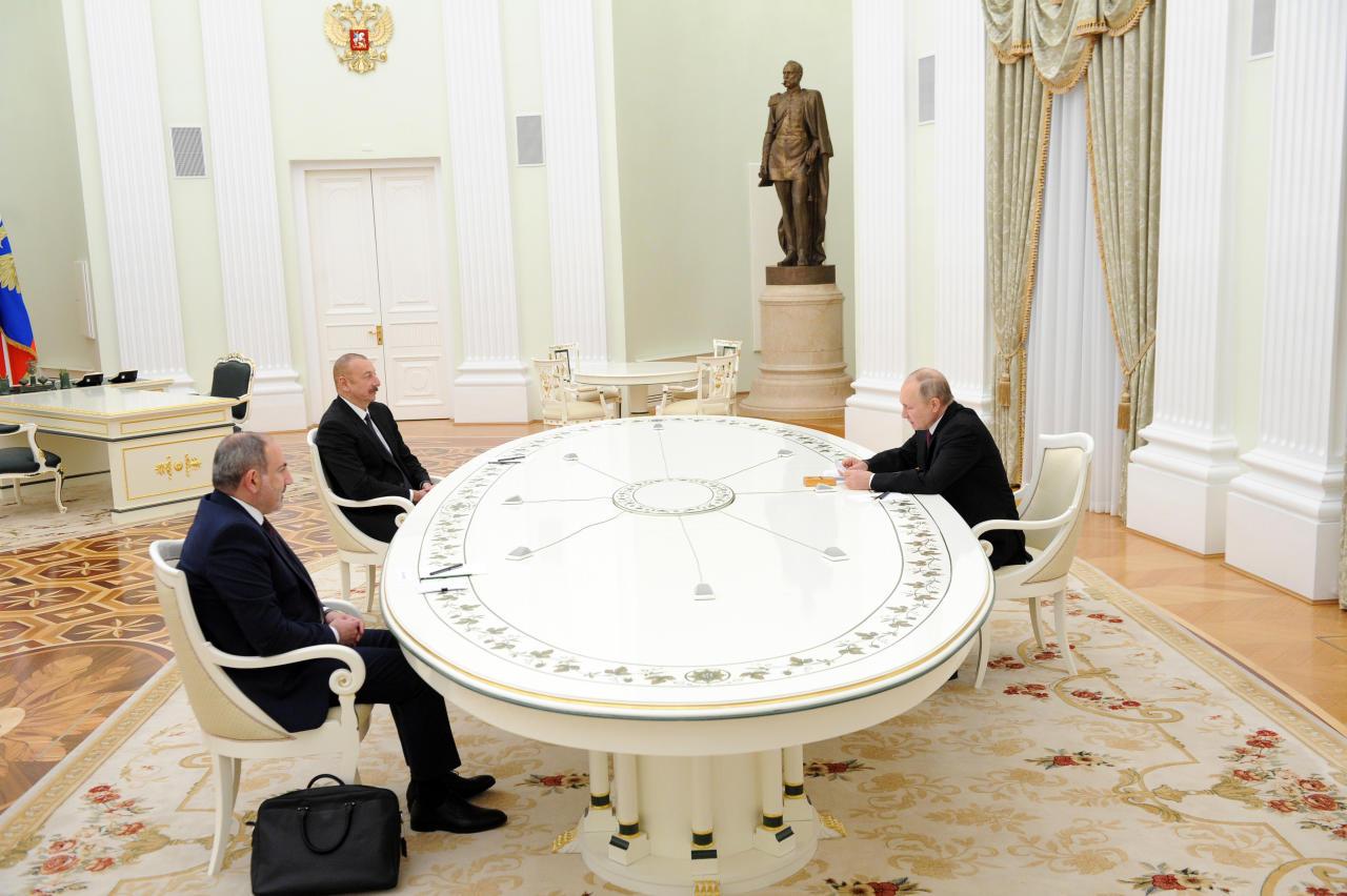 В Москве состоялась трехсторонняя встреча Президента Ильхама Алиева, Владимира Путина и Никола Пашиняна