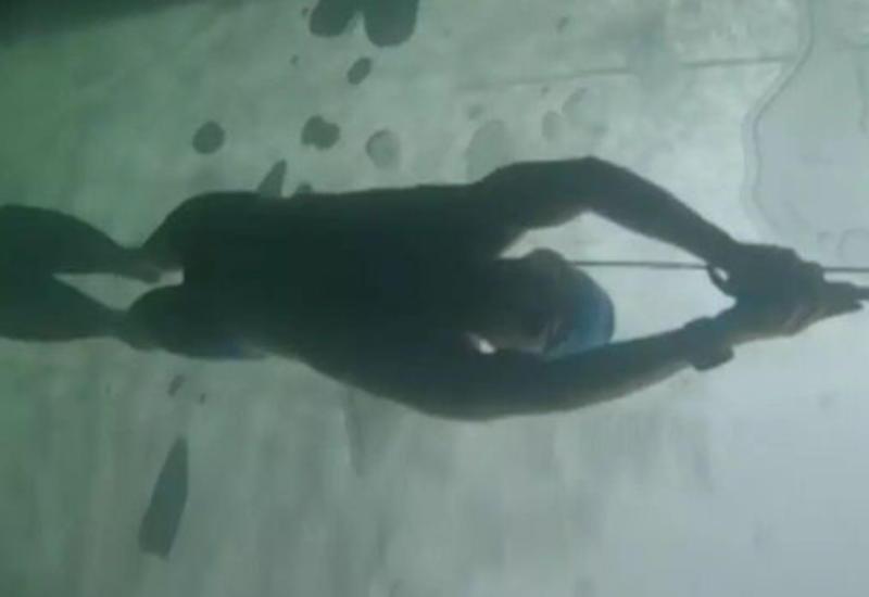 Москвичка установила мировой рекорд, проплыв подо льдом Байкала 85 м