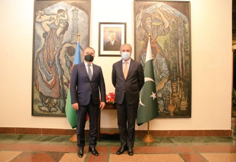 Джейхун Байрамов провел переговоры с пакистанским коллегой