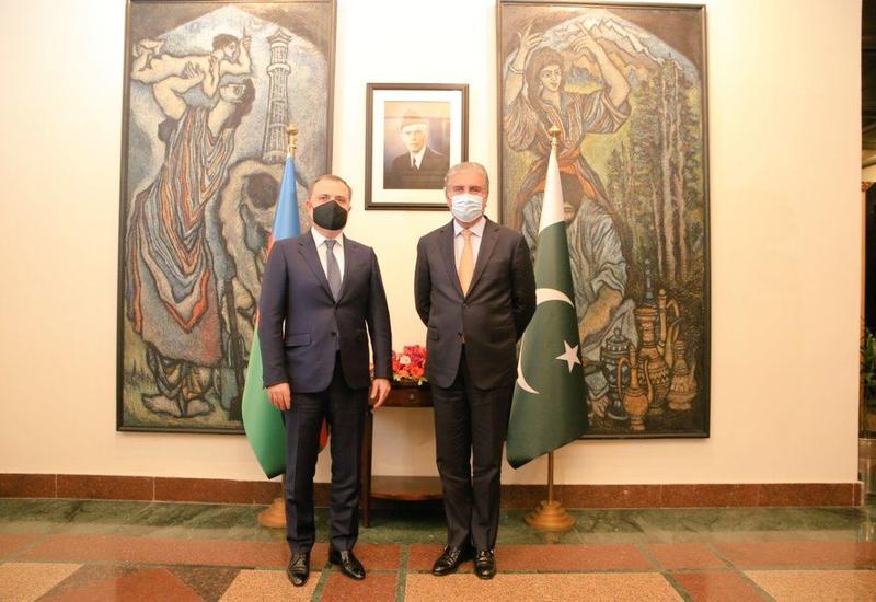 Ceyhun Bayramov pakistanlı həmkarı ilə görüşüb