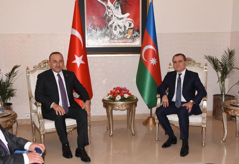 Джейхун Байрамов и Мевлут Чавушоглу обсудили текущую ситуацию в Карабахе