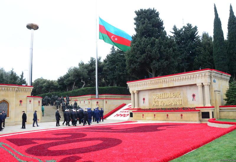 Аллею шехидов готовят к памятным мероприятиям в связи с годовщиной трагедии 20 Января