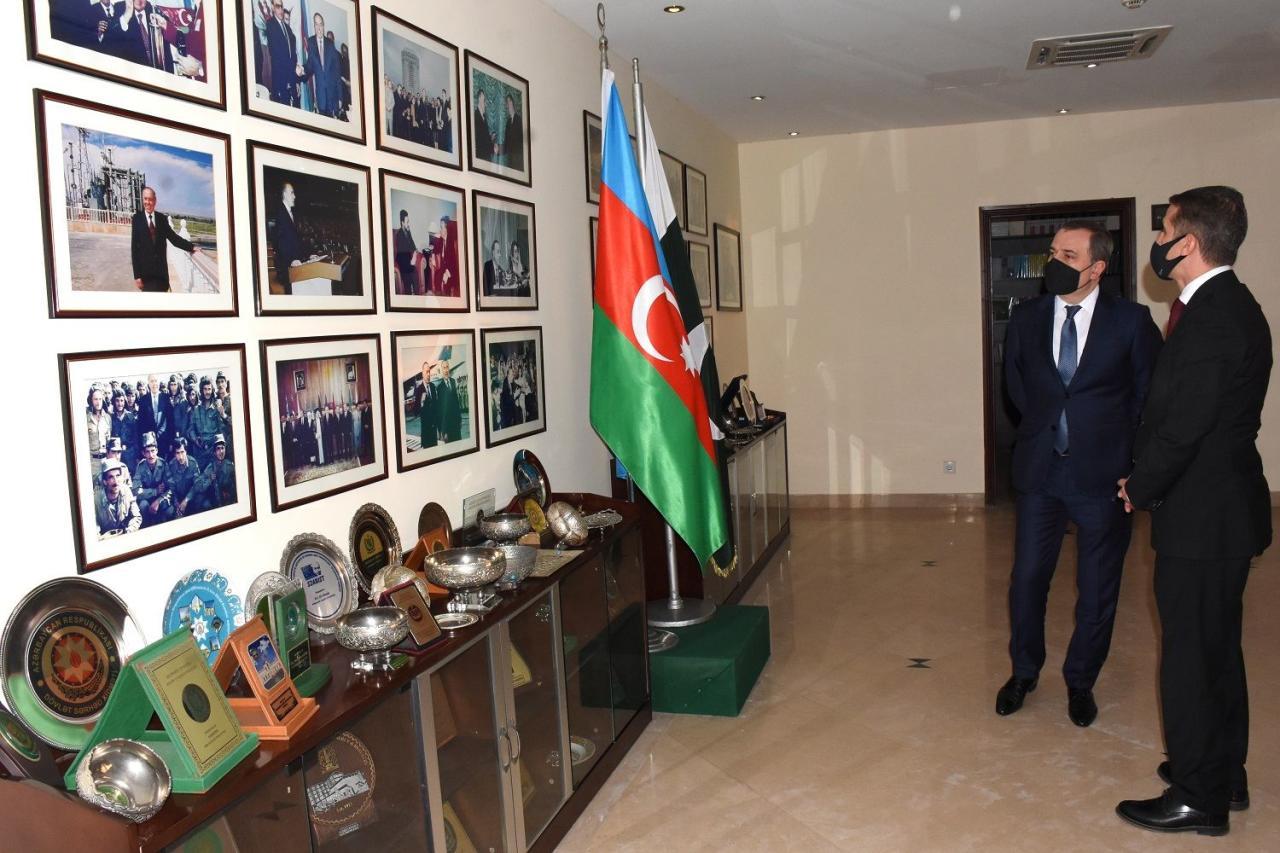 Джейхун Байрамов посетил посольство Азербайджана в Пакистане