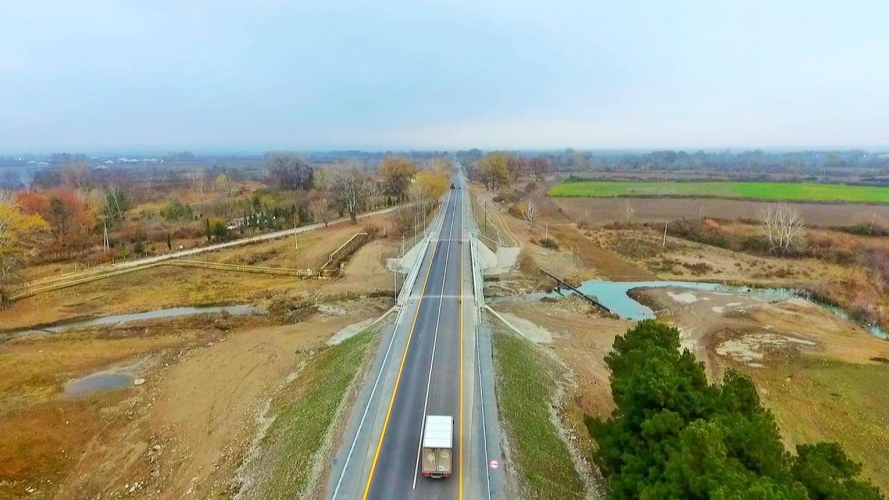 В Азербайджане завершено строительство двух дорог
