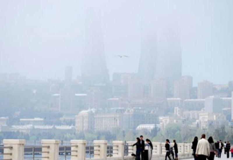 В Баку наблюдается пылевой туман