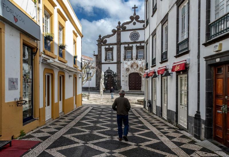 Португалия вводит жесткий карантин