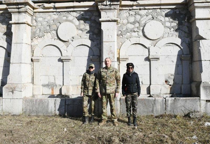 Президент Ильхам Алиев и Первая леди Мехрибан Алиева ознакомились со зданием ИВ города Шуша, источником Натаван, домом-музеем Бюльбюля