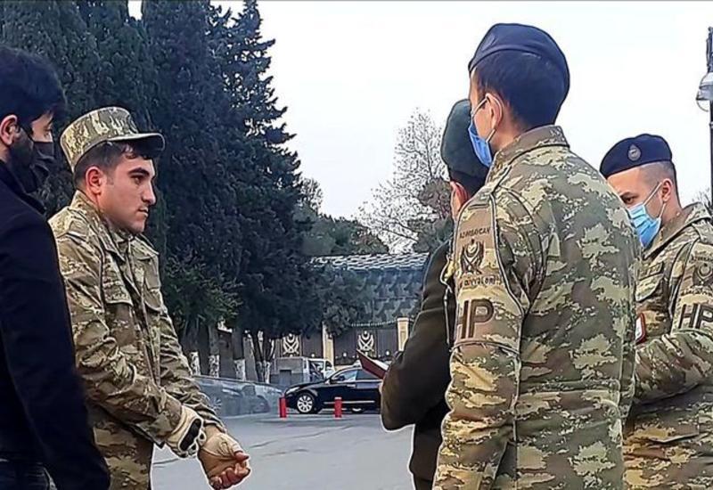 Принимаются меры против лиц, незаконно носящих военную форму