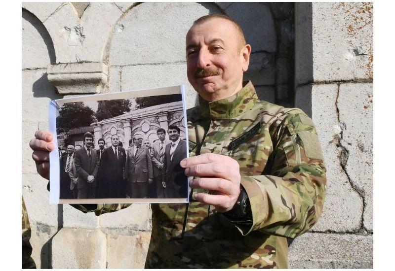 Президент Ильхам Алиев: 39 лет назад состоялось открытие мавзолея Моллы Панаха Вагифа. В то время я стоял на этом месте