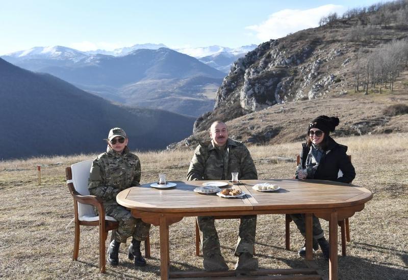 Президент Ильхам Алиев с семьёй пьет чай на Джыдыр дюзю