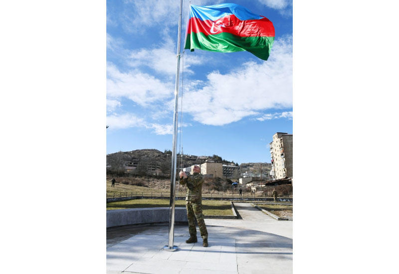 Президент Ильхам Алиев поднял флаг Азербайджана в Шуше