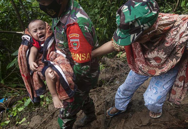 Последствия удара стихии в Индонезии