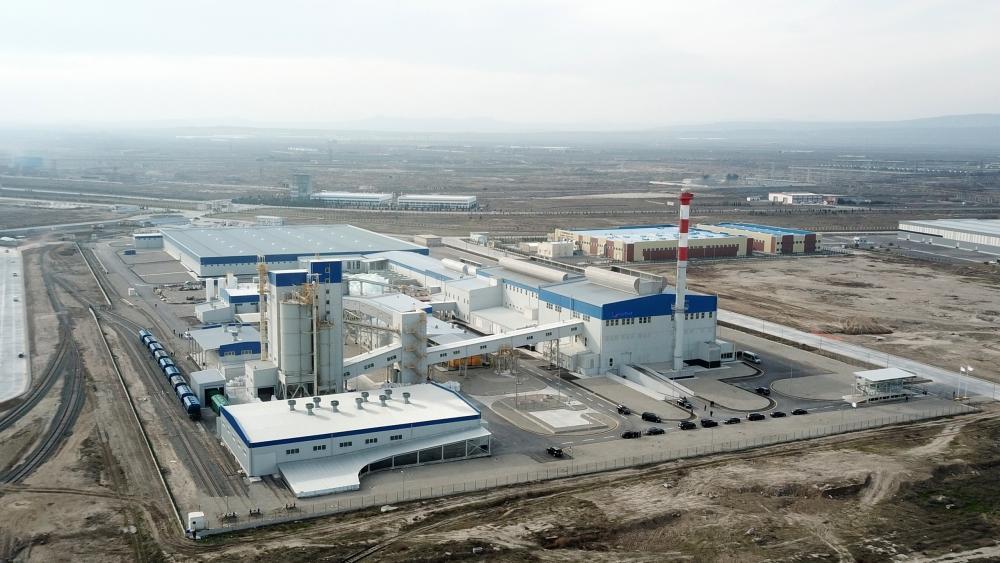 Президент Ильхам Алиев заложил фундамент двух заводов и открыл предприятие по производству листового стекла в Сумгайыте