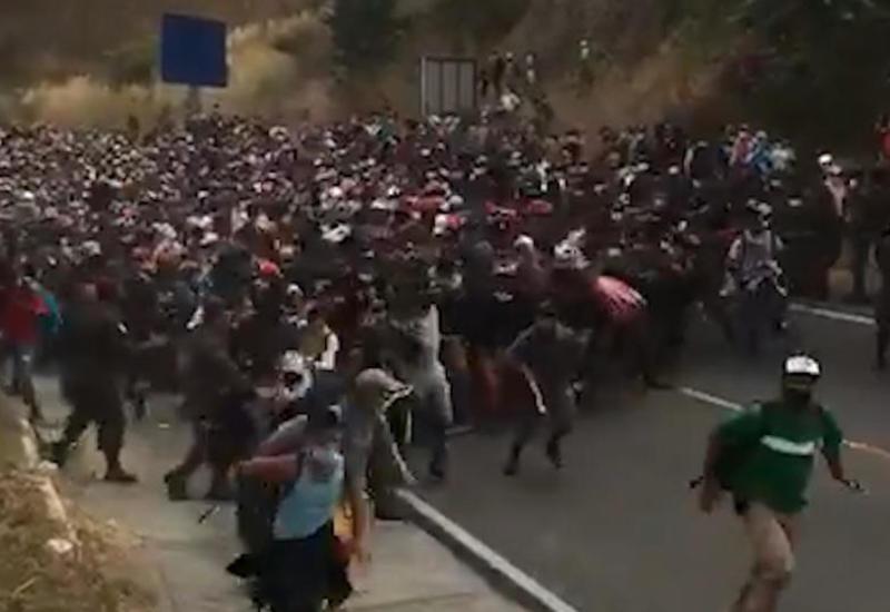 Тысячи мигрантов требуют от Байдена выполнить свои обещания