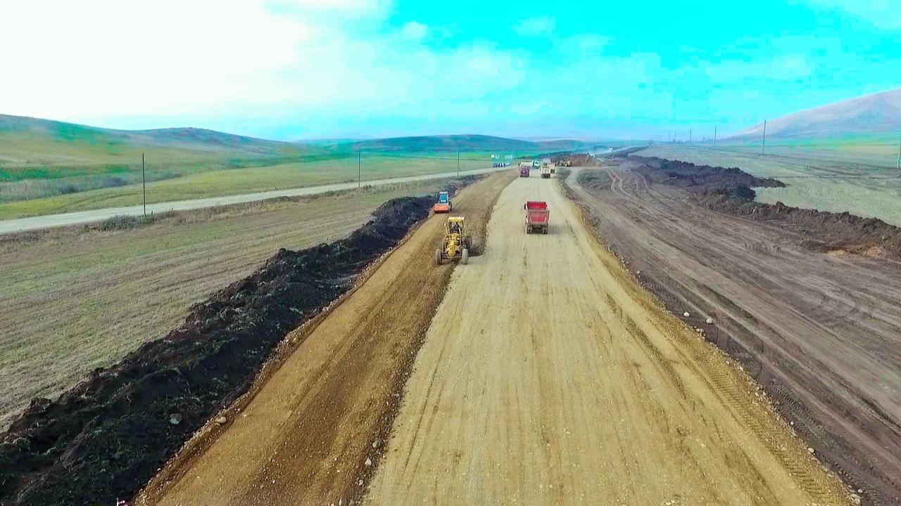 Передана в пользование двухполосная служебная дорога до города Шуша
