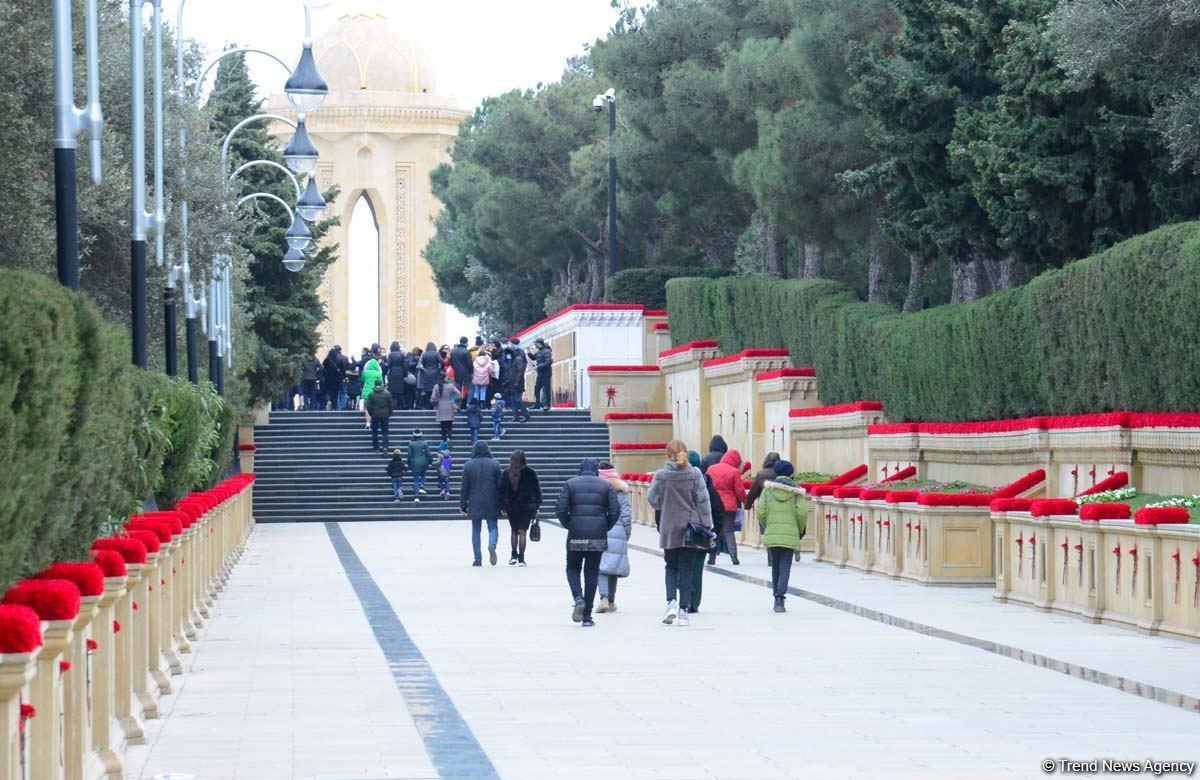 В Аллее шехидов идут последние подготовительные работы