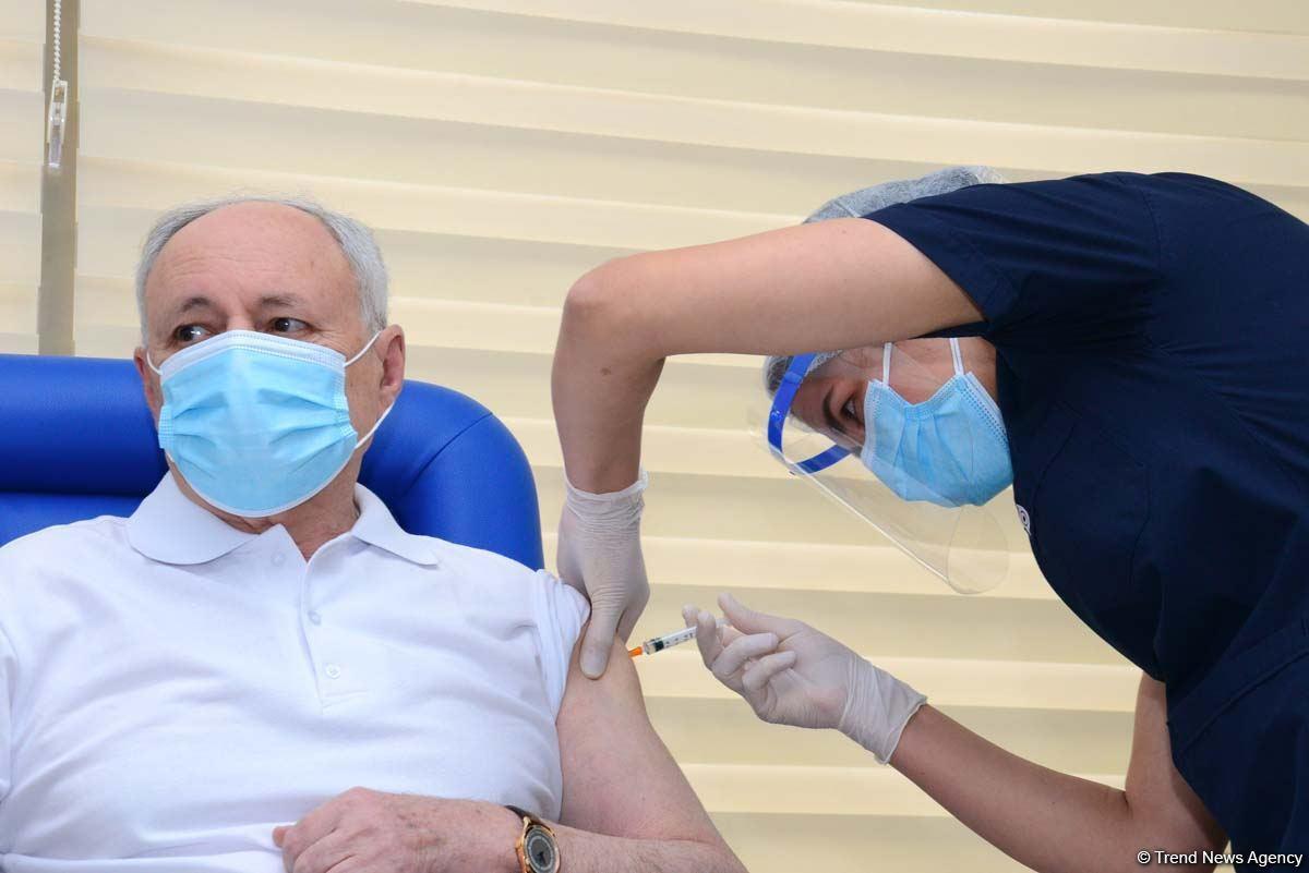Вот как проходит вакцинация в Баку