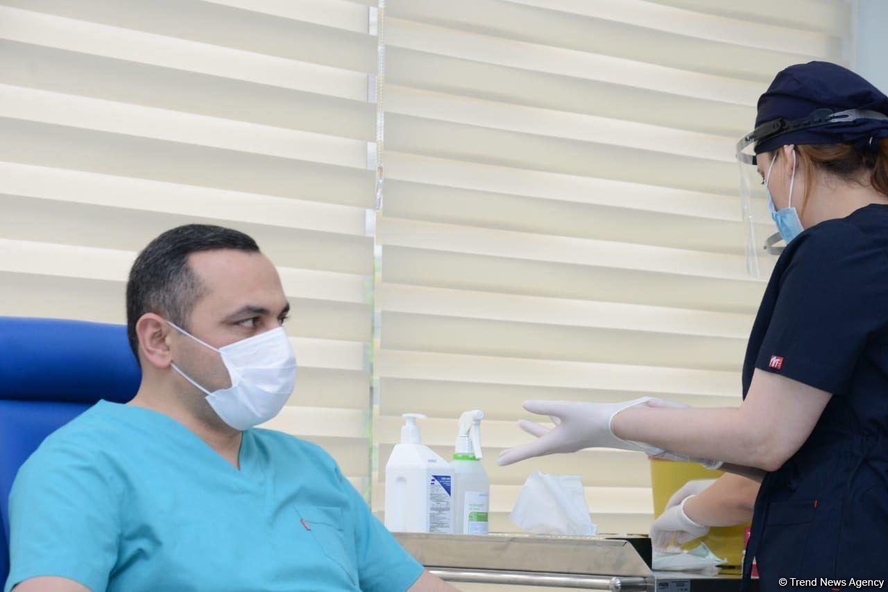 Огтай Ширалиев и Рамин Байрамлы прошли вакцинацию от коронавируса
