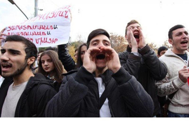 В Армении затравили журналиста за нежелание новой войны в Карабахе