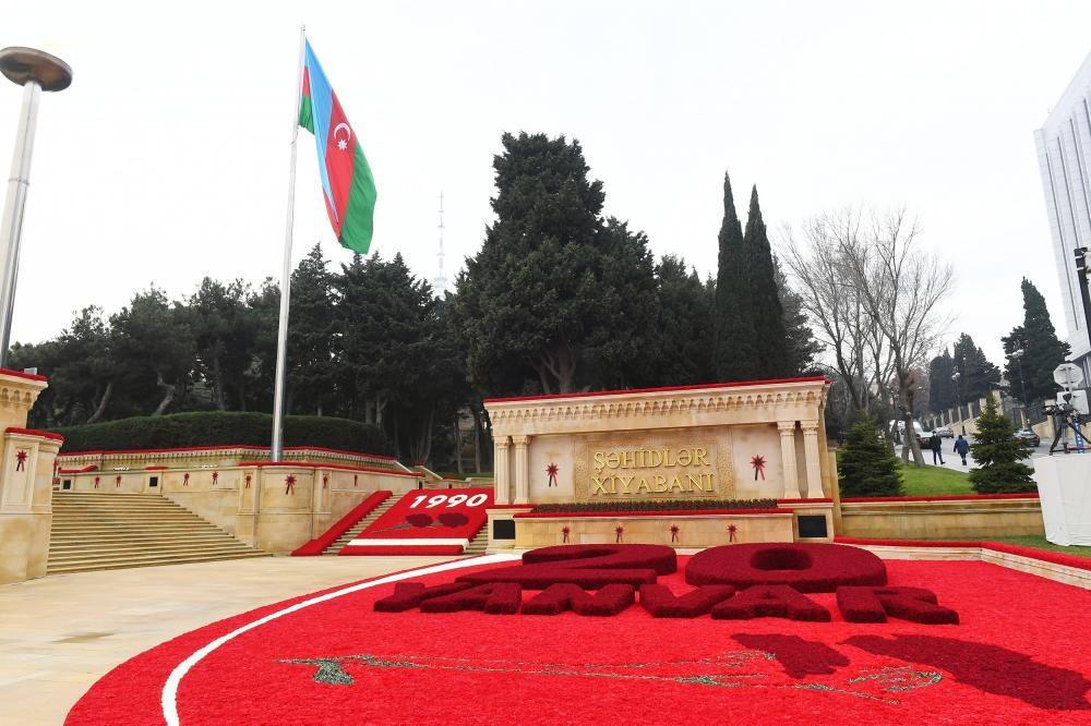 Президент Ильхам Алиев и Первая леди Мехрибан Алиева посетили Аллею шехидов в связи с 31-й годовщиной трагедии 20 Января