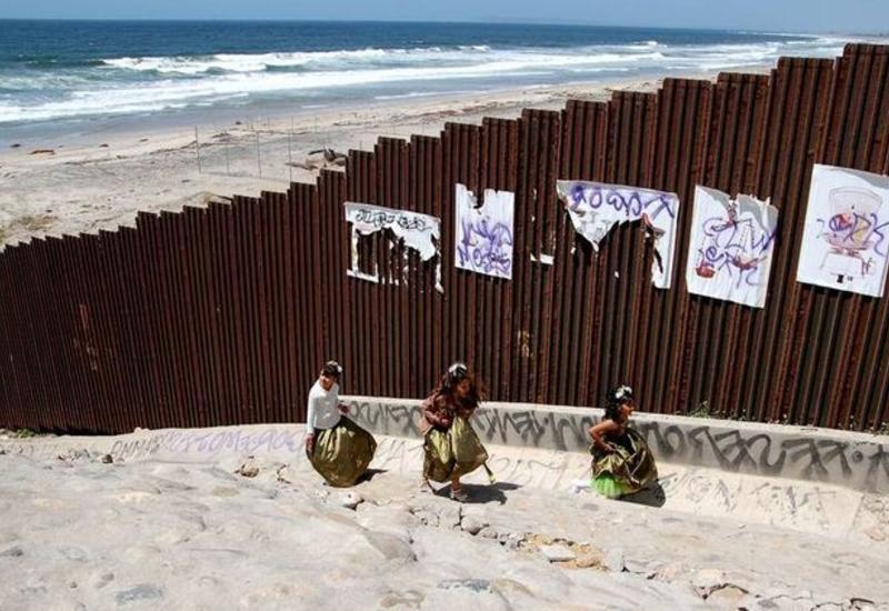 Байден после инаугурации остановит строительство стены на границе с Мексикой