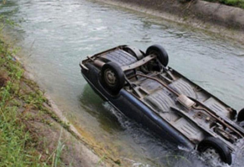 В Сабирабаде автомобиль упал в канал, есть погибший