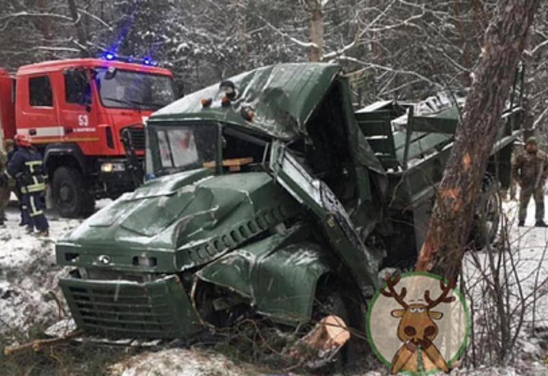 В Украине перевернулся грузовик с военными