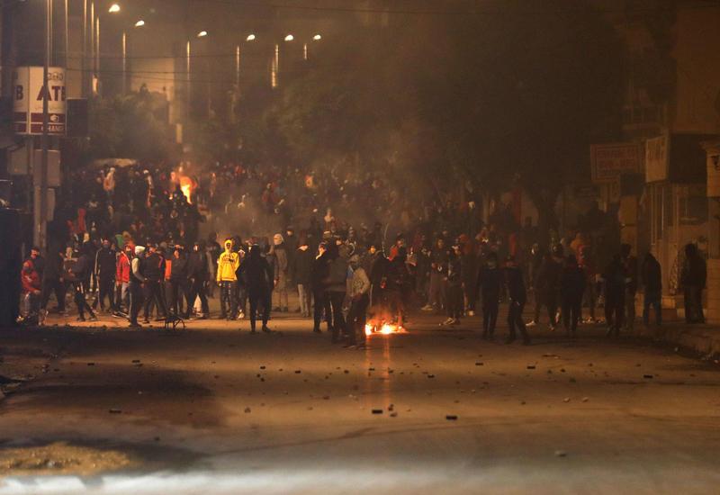 Волнения в Тунисе: власти задействуют армию