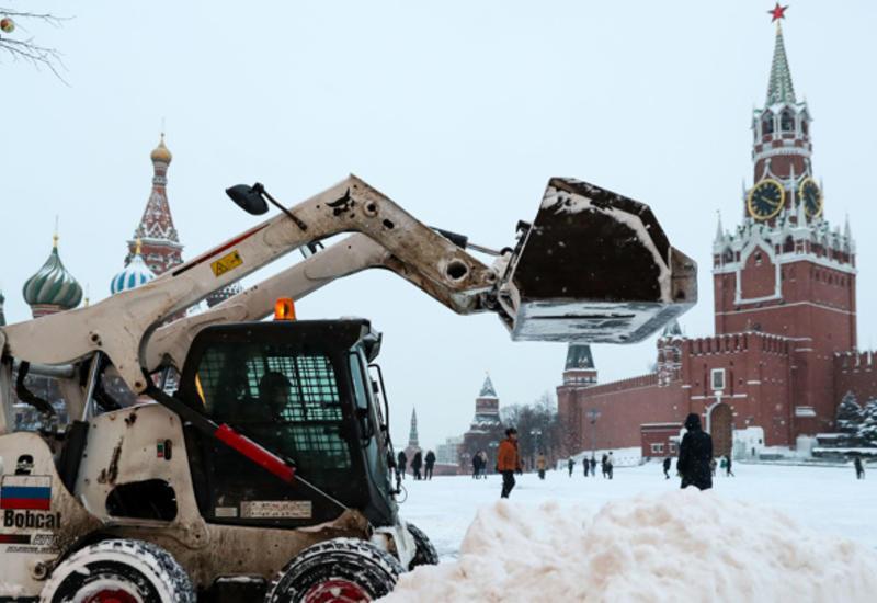 Снежный коллапс: Москва встала в 10-балльных пробках