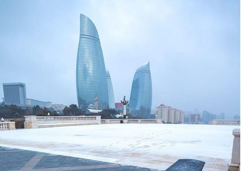В Баку выпал первый снег