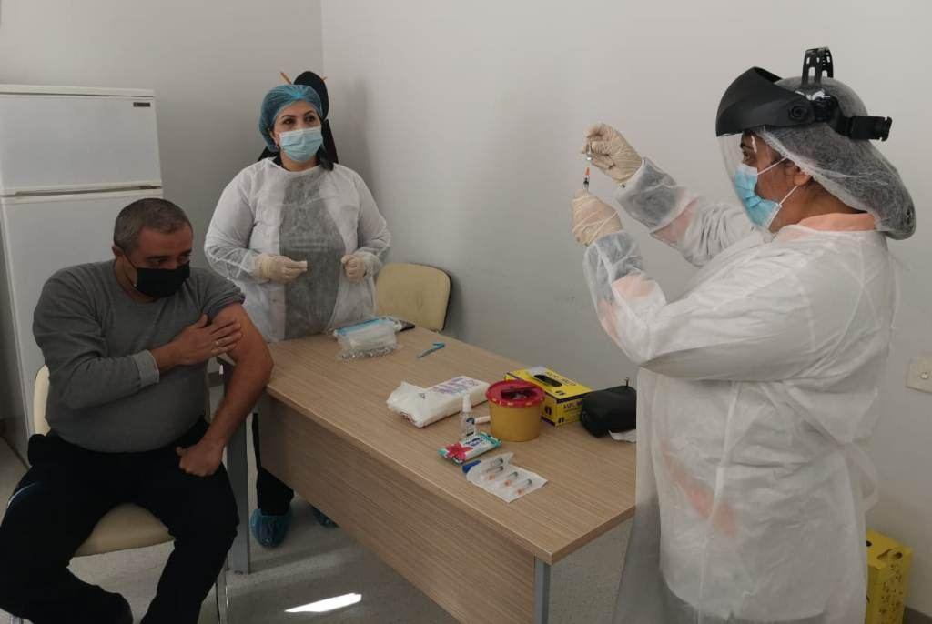В Гяндже началась вакцинация от коронавируса