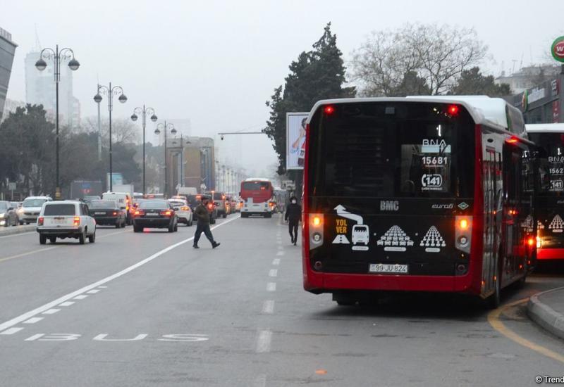 Что происходит в автобусах в Баку после отмены SMS-разрешений?