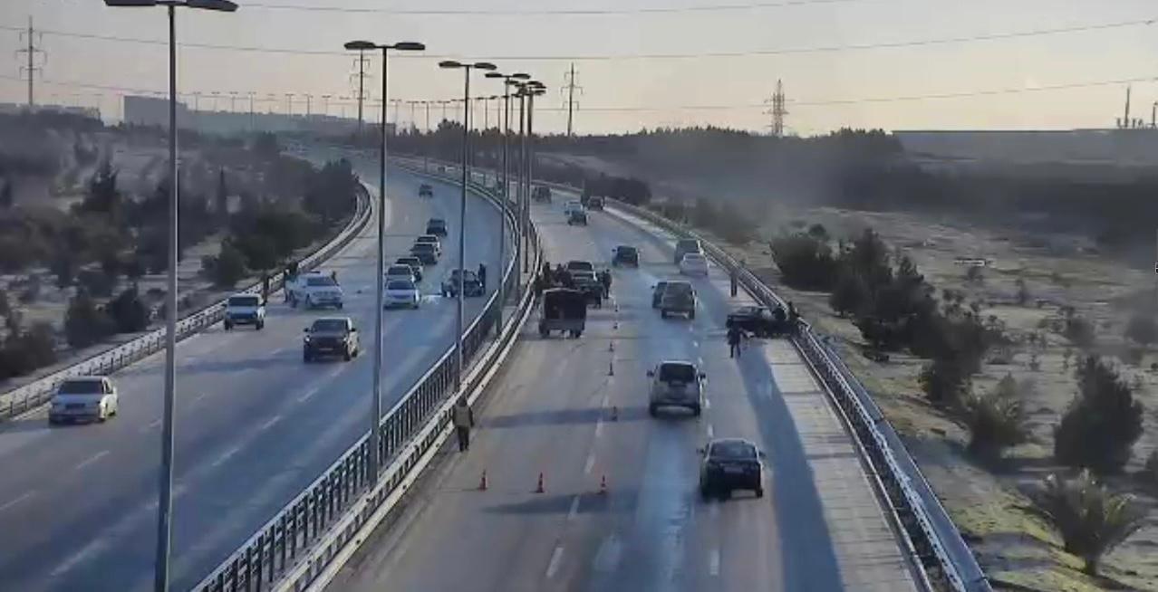 На дороге в аэропорт произошла цепная авария