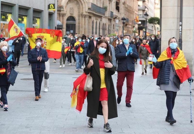 Черный год туризма Испании: его удельный вес в ВВП падает с 12,4 проц до 4,3 проц