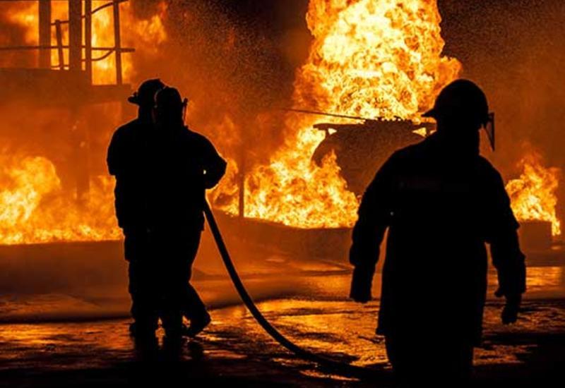Пожар в многоэтажном доме в Баку