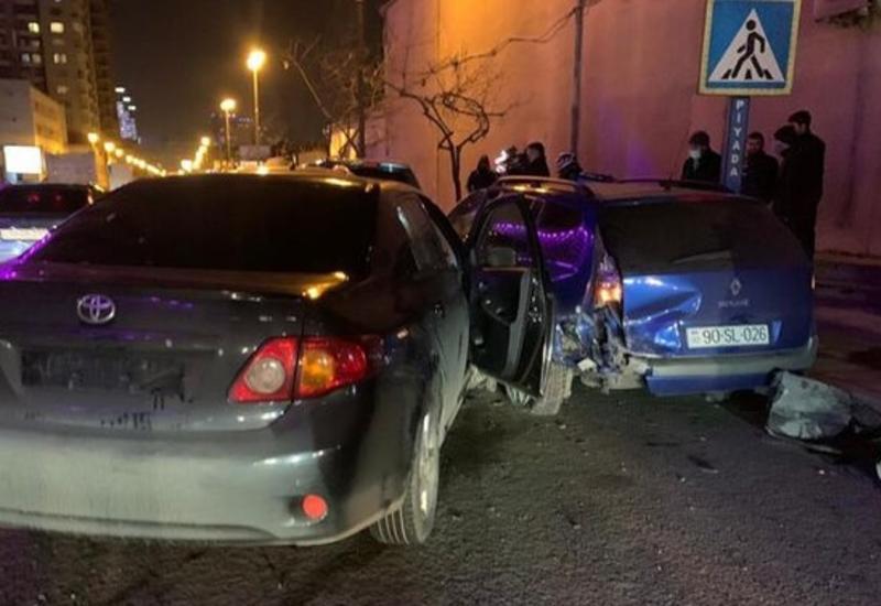 В Баку столкнулись пять автомобилей