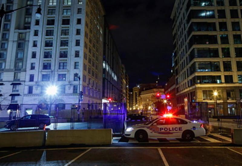 Полицейский автомобиль протаранил толпу и переехал человека
