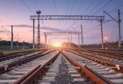 Кризис в Суэцком канале показал, что будущее за железнодорожными коридорами - российский эксперт для Day.Az