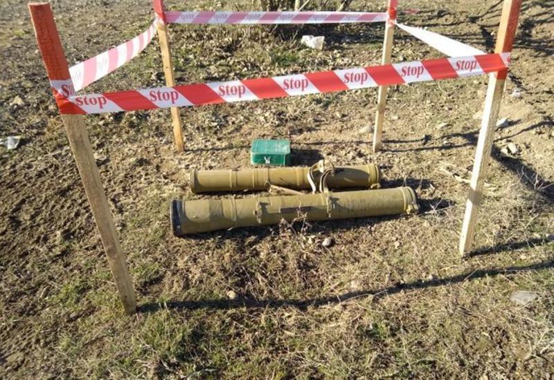 В прифронтовых районах обнаружены сотни неразорвавшихся боеприпасов