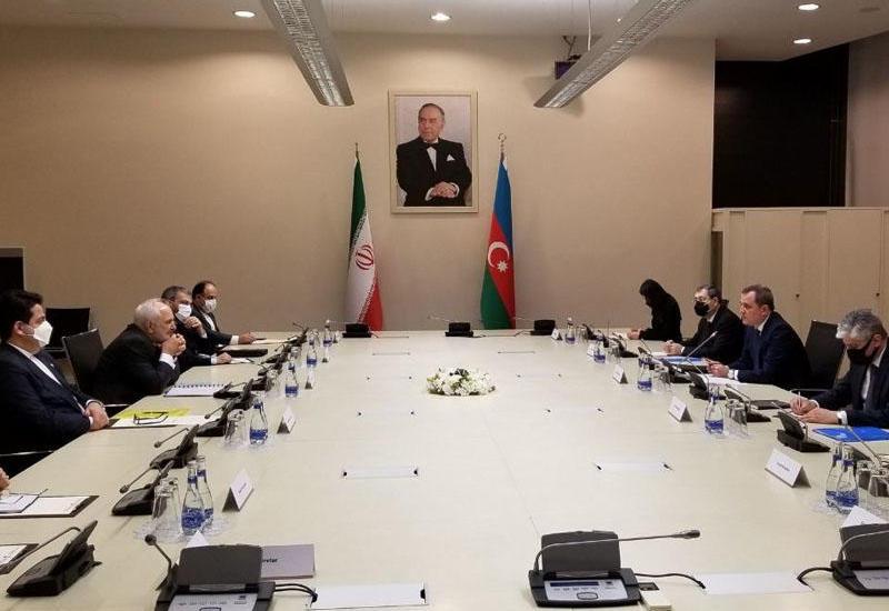 Джейхун Байрамов на переговорах с Джавадом Зарифом